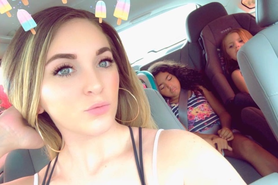 Chelsea Dye and her daughters.