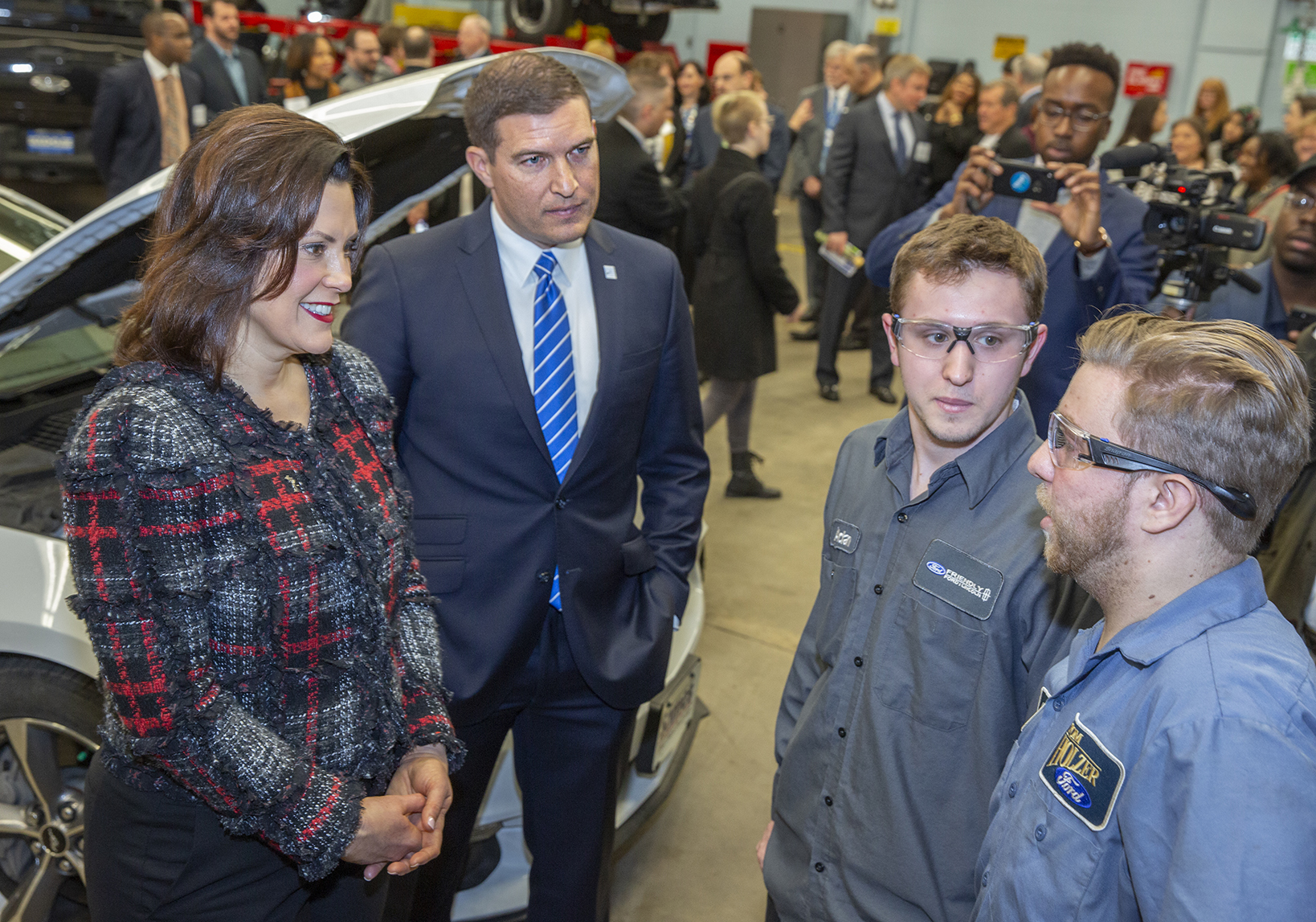 Governor Whitmer meets HFC students in the automotive ASSET lab