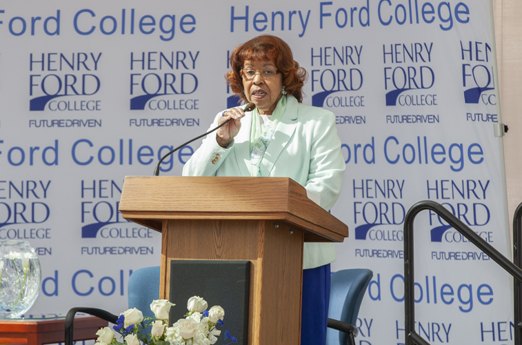 Dr. Brenda Hildreth chaired the event and led the Luncheon Planning Committee.