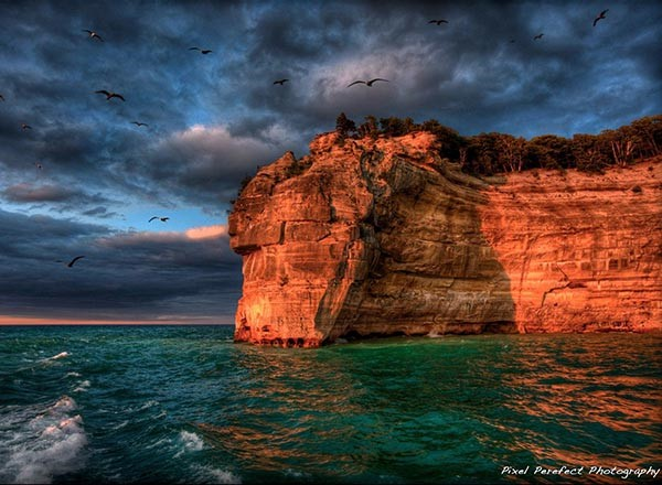 Photo of pictured rocks
