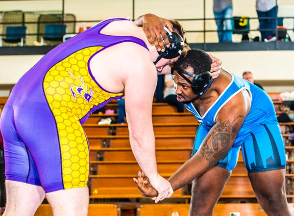 HFC Wrestler Darian Holmes (blue) moves on to national championships March 9-11.